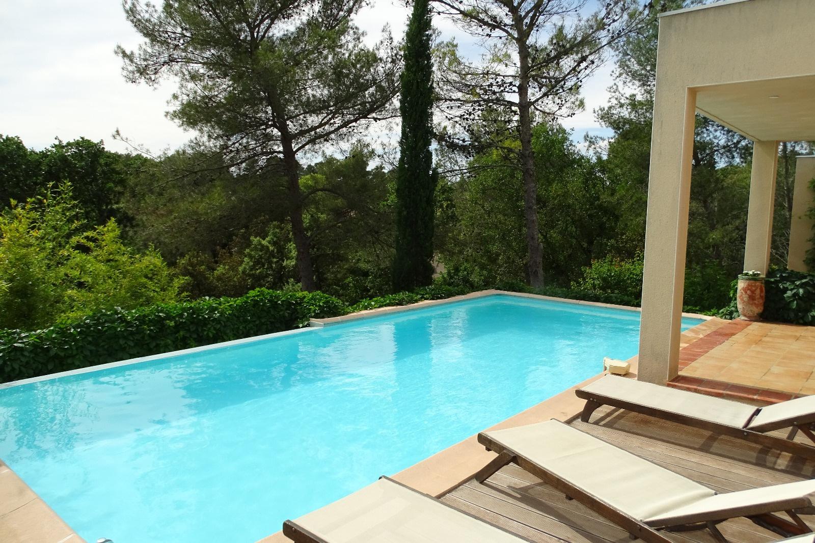 Vente nimes colline residentielle superbe villa for Garage ad nimes