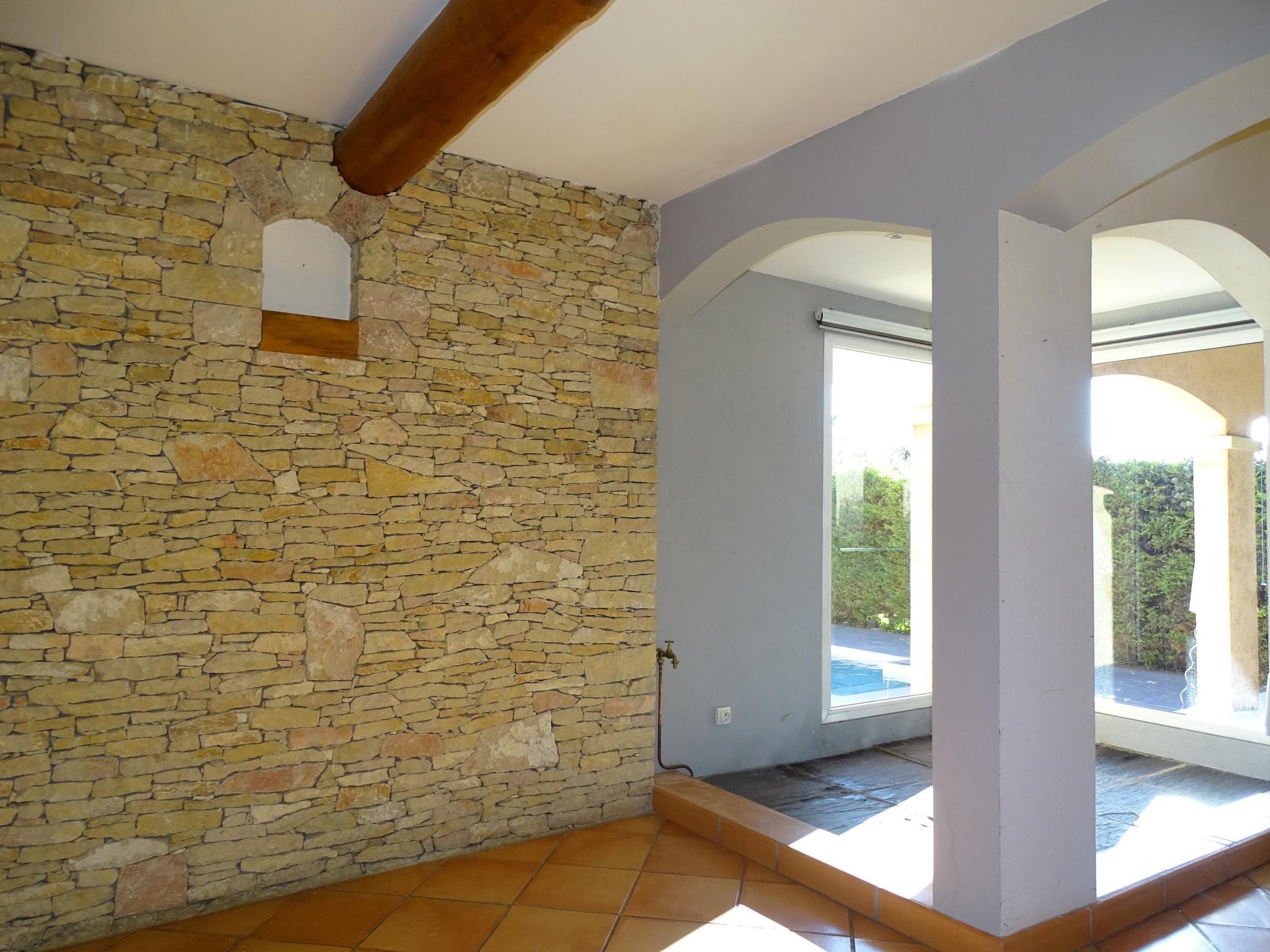 Vente a vendre nimes proche collines villa chambres garages